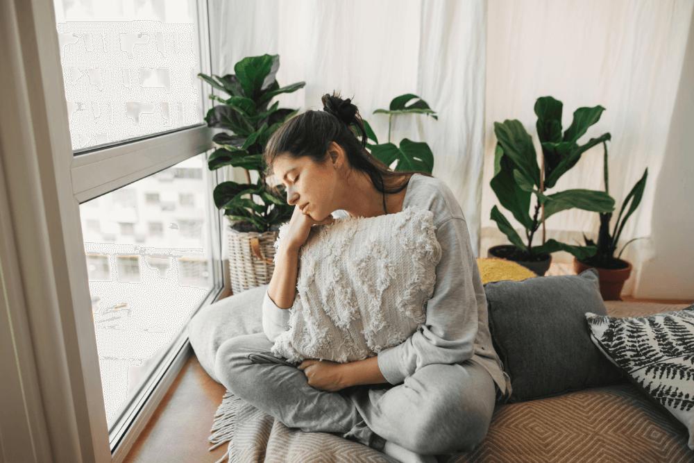 mujer-en-casa-salud-mental (1)